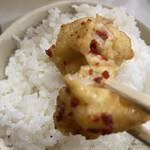 福本食堂 - ポン酢と辛過ぎない唐辛子をたっぷりつけて。