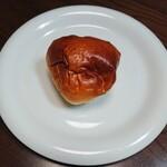 石窯パン工房 サフラン - 料理写真:御養卵のとろけるクリームパン