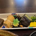 食彩 あさ乃 - おばんざい盛合わせ 右の黄色いのは芋