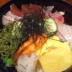 茶寮 一粋 料理屋 えん - 海鮮丼(1,000円)
