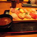 1533974 - 十貫盛りお寿司 赤だし付