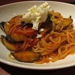 ビストロ フランベ - ランチ:茄子とモッツァレラチーズの完熟トマトソース ¥880-