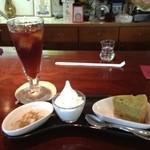 Kitchen Cafe Chimney - デザートのプレート。ランチタイムはこれが100円ですよ!