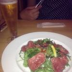 15330711 - ローストビーフのサラダと生ビール