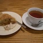 おひさまや - アップルパイと紅茶