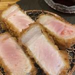 Tonkatsuyoushokunomiseitiban - きめ細かくしっとりした肉質             レア気味の仕上がり