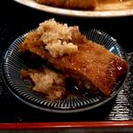 柳ばし - メンチカツ定食を生姜醤油でいただきます♪
