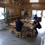 立食いうどん - 店内の風景   その1(座席あり)