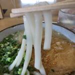 立食いうどん - 麺は中太、もちっと、とにかくヤワです!