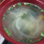 惣菜 おか - 味噌汁も野菜がたっぷり