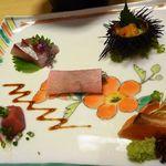 ゆふいん 花由  - ウニ・カンパチ・中トロ・鯵のたたき・炙りサーモン・・カンパチ以外は普通に美味しい。