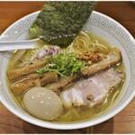 拉麺 瑞笑 - 料理写真:味玉塩煮干しそば 900円