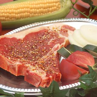 本格派Tボーンステーキ!じっくり焼いて肉汁の旨味を楽しむ
