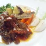 ジロー - ホロホロな牛肉の赤ワイン煮
