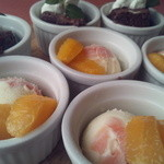 ジロー - 定番コースのドルチェは季節のフルーツと美味しい一口ケーキの2種類