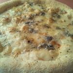 ジロー - 自家製ピザ 4種のチーズをふんだんにフォルマッジは蜂蜜と相性バツグン