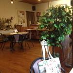 カフェ・ポレポレ - ゆったりできる店内