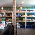 インターナショナルビレッジ - やたら広がった食品棚