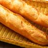 ラ ブリオッシュ - 料理写真:バゲット長時間発酵で焼いた人気のバゲット