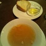 バール・エ・リストランテ・タブリエ - ランチのスープとパン