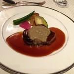 15336918 - 牛フィレポワレ 秋茸とマロンのスービーズ 葡萄風味ソース