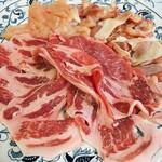 コロムビア - 追加の豚肉、鶏肉 共に一人前700円
