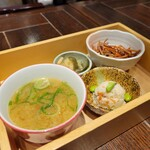 鶏料理 鉄板焼 かしわ - 鶏だし味噌汁、3種惣菜BOXセット