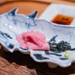 肉割烹 上 - タン元刺身 但馬牛 海苔醤油 山葵