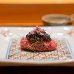 肉割烹 上 - タルタル 藁の香り カメノコ オシェトラキャビア 花穂 ディル