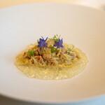レストラン オオツ - 2021.6 噴火湾産毛蟹の真薯仕立て ガスパチョゼリー アニスの花 矢車草