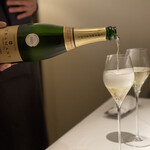153391681 - 乾杯のシャンパン