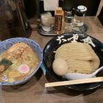 Rokurinshatoukyou - 特製つけめん 麺が綺麗に整列