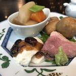 真田 - 充実の前菜 お皿もステキ