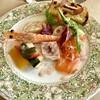 アプランティ - 料理写真:冷製オードブル。魚介のマリネ、豚肉のパテ、フォアグラのムースがバケットに乗り彩り豊かな一皿。 ホッキ貝やサーモン、イクラも新鮮でした。 使われている野菜は約10種ほど。