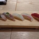 築地玉寿司 - あじ、いわし、いか、たい、づけまぐろ