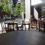 上海バール - 屋根のあるテラス席