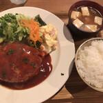 グゥー - ハンバーグ定食(1,000円)
