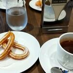 CACAO SAMPAKA - チュロスとホットチョコレート