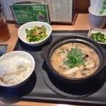 久茂地日本酒エビス  - 牡蠣とキノコの酒粕味噌鍋定食