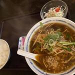 すみれ - 台湾らあめん 醤油 820円 せっとめにゅーのご飯(中)、サラダ