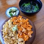 味処マルテン佐藤食堂しゃこたんなべ - 料理写真:生うに二色丼 5000円