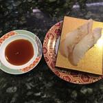 廻る金太郎寿し - 料理写真:平目の昆布締め