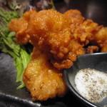 東京豚骨拉麺ばんから - 和牛のマルチョウをカラッと揚げて。  サクッと、中はジューシー。
