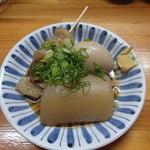 呑み食い処ぼぎぃ - おでん(大根、卵、スジ)大根デカイです(^^)
