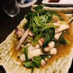 魚釜 - イカと九条ネギの炒め 三つ葉がいい