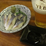 スタンドバーサカグチ - 生ビール(380円)とこはだ酢(350円)