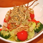 一丁 - カリカリサラダ  ジャコと野菜が合い美味しくツマミにも最適