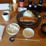 とんかつや - ボーノポークロースカツ定食 2,100円