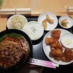 中華料理 一品軒 - 料理写真:鶏の唐揚げランチ 690円、ラーメン変更 165円