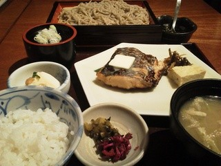 旧月 - 本日の魚とせいろの定食 870円